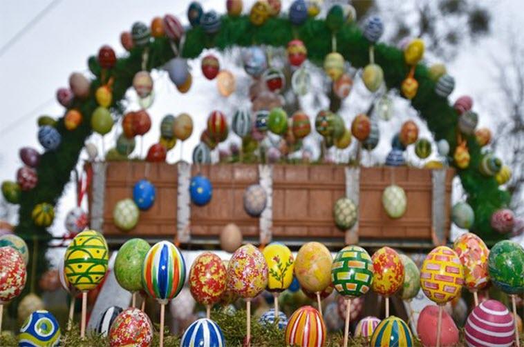 Откуда взялась традиция красить яйца на Пасху?