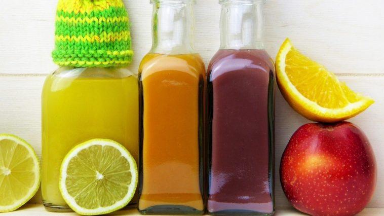 Врач Исанбаев рассказал об опасности употребления воды с лимоном