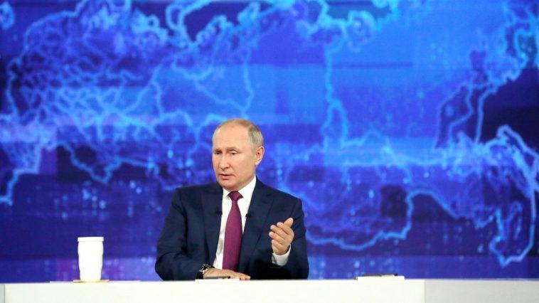 «Нужно платить всем»: Путин прокомментировал выплаты на детей